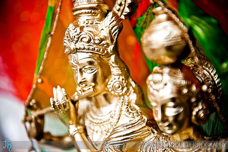 Gold Radha Krishna statue | Saanji | Sanjay Gohil | Indian Wedding Photography London | 2877