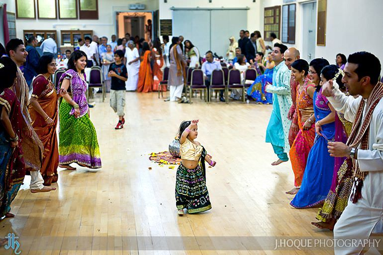 Toddler walks down the middle of Gujarati Garba Raas | Sanjay Gohil Saanji in Harrow | Asian Wedding Photography London | 3469