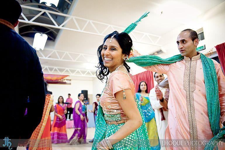 Gujarati Bride and Groom doing Garba Dance | Sanjay Gohil Saanji in Harrow | Asian Wedding Photography London | 3638