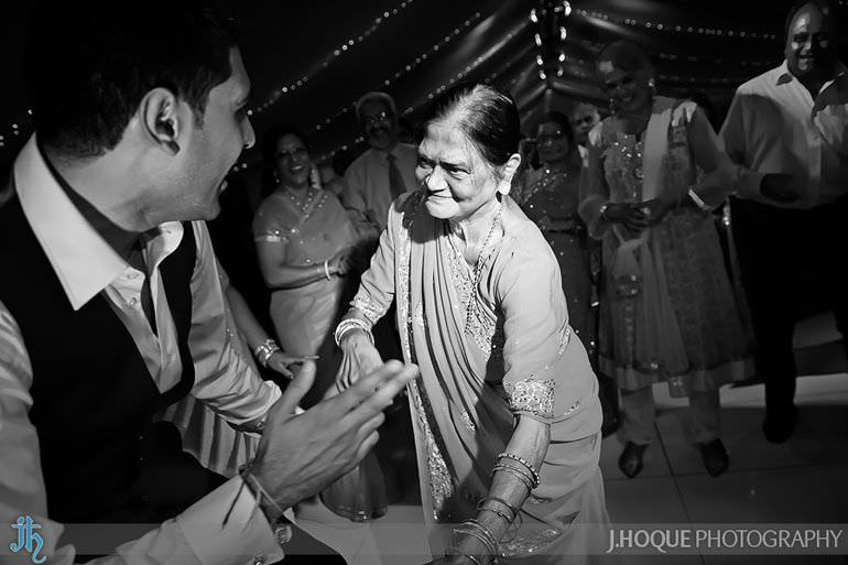 Alrewas Hayes Hindu Wedding | Documentary Wedding Photographer Staffordshire | 0642-BW