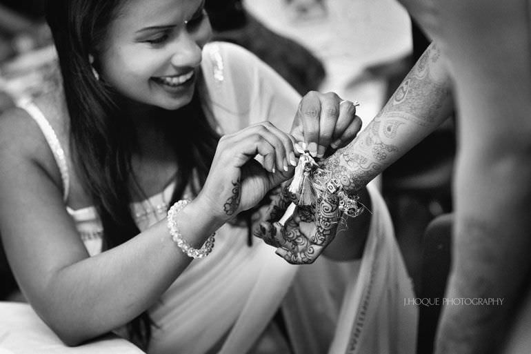 Kent Wedding Photographer | Chura Ceremony | 083-BW
