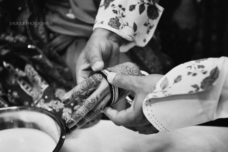 Kent Wedding Photographer | Chura Ceremony | 132-BW