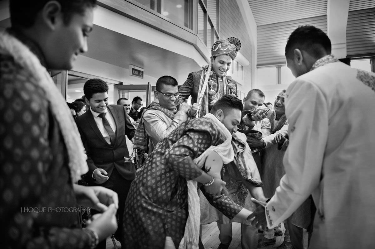 Stealing of grooms shoes | Hindu wedding photography Harrow