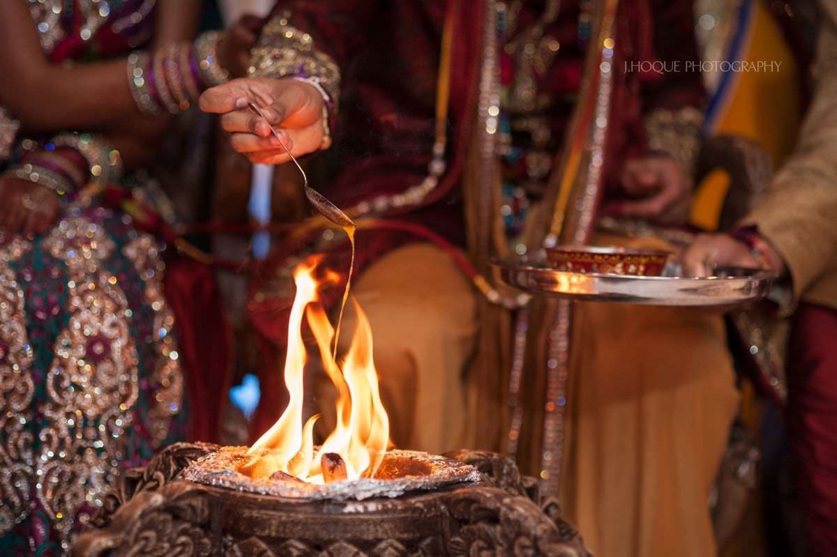 Indian Groom pours ghee into Havan | Hindu wedding ceremony in London