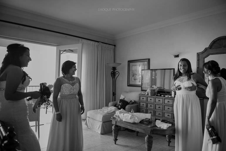 Bridal party getting ready in Cove Suites Blue Waters Resort Antigua | CIV-0277