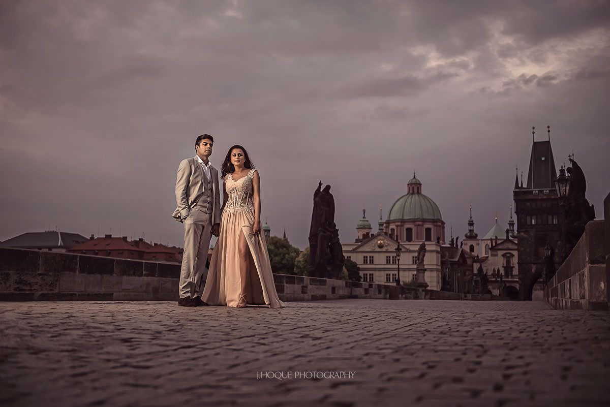 Charles Bridge Couple Portrait with Profoto B1 | Asian Destination Wedding Photography Prague
