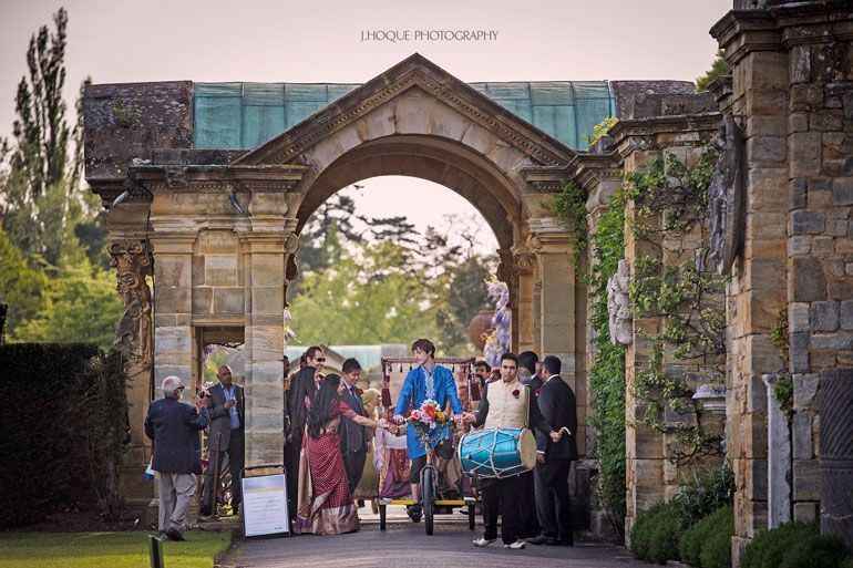 Bhaarat arrives on Rickshaw | Hever Castle Asian Documentary Wedding Photography Kent | 0253