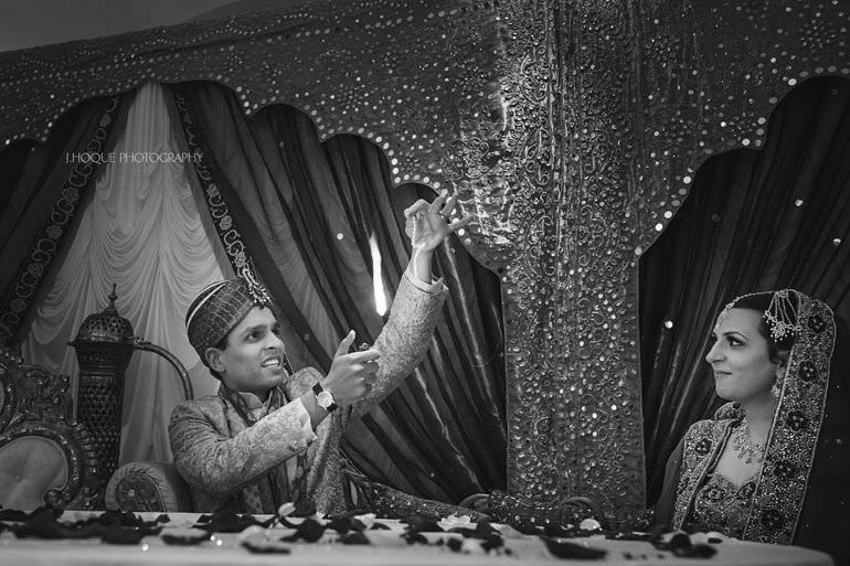 Groom performs magic trick for bride   Hever Castle Asian Documentary Wedding Photographer Kent   0764-BW
