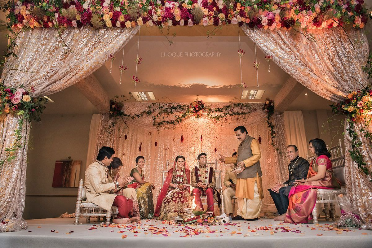 Indian wedding ceremony begins | Cotswold Water Park Hotel | Gloucestershire Indian wedding photographer