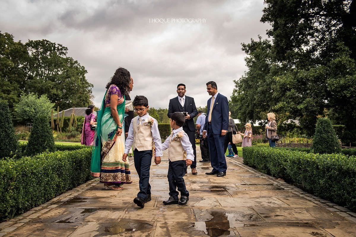 Guests arrive at Pembroke Lodge Tamil Wedding Surrey | 09