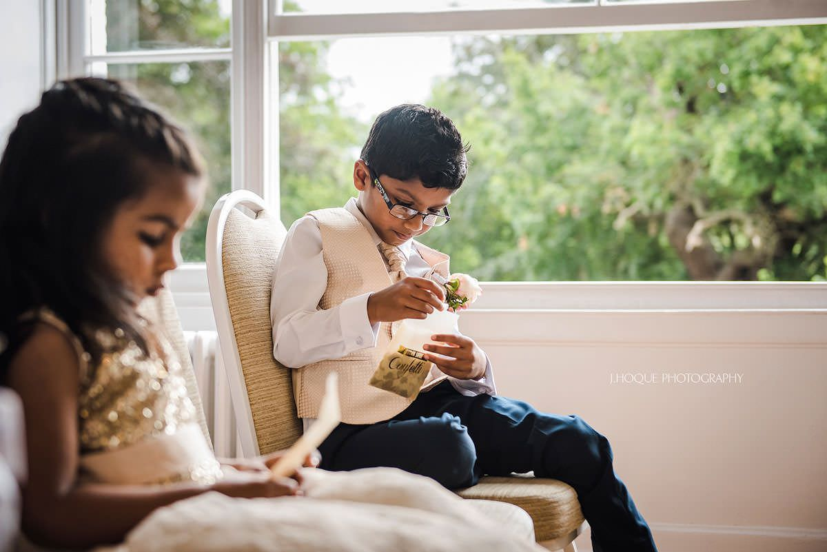 Children preparing the confetti | Pembroke Lodge Tamil Wedding Surrey | 18