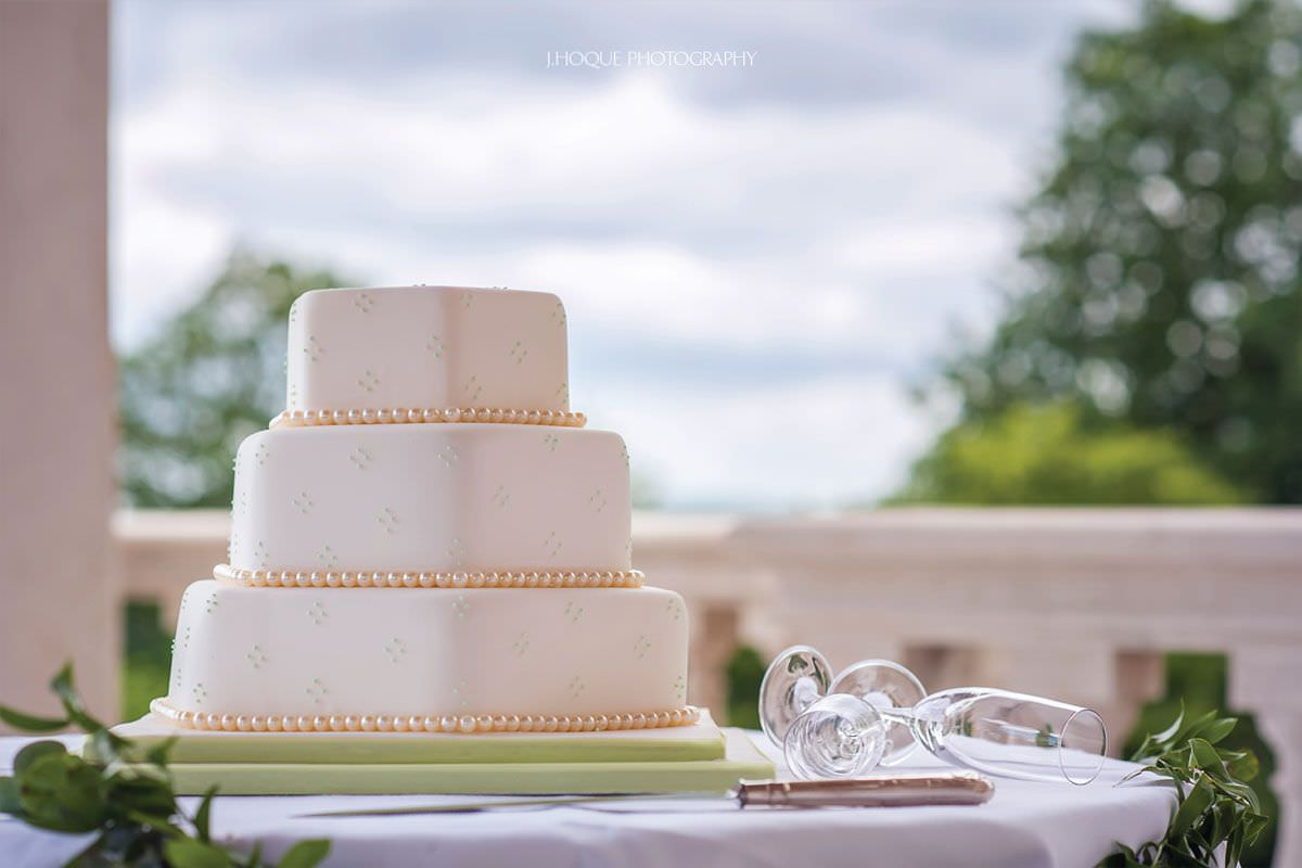 Simple wedding cake | Indian Wedding Photography at Cliveden House Hotel | Berkshire Wedding Photographer | 13