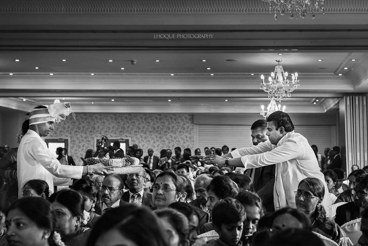 Guests blessing Tamil wedding dress | Hertfordshire Documentary Hindu Wedding Photographer | BW-25