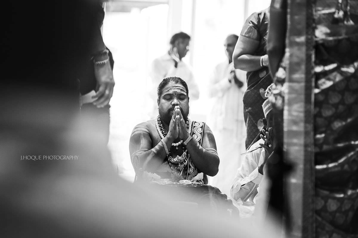 Tamil Hindu priest saying prayer | Sri Lankan Wedding Ceremony | Hertfordshire Asian Wedding Photographer | BW-26