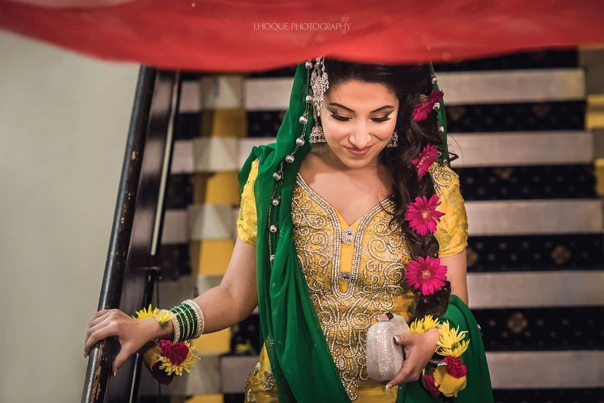 Muslim bride arrives for mehndi ceremony | Afghan Pakistani Wedding | Bedfordshire Wedding Photographer | 02