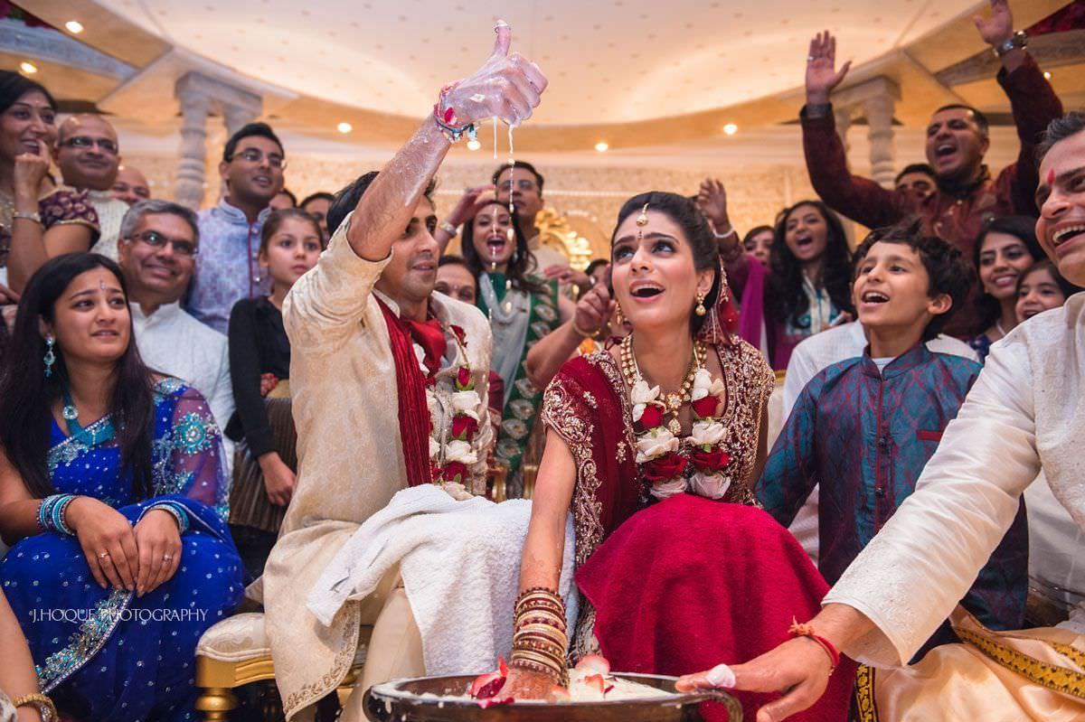 Groom finds ring in Indian wedding game | Luxury Gujarati Hindu Wedding London
